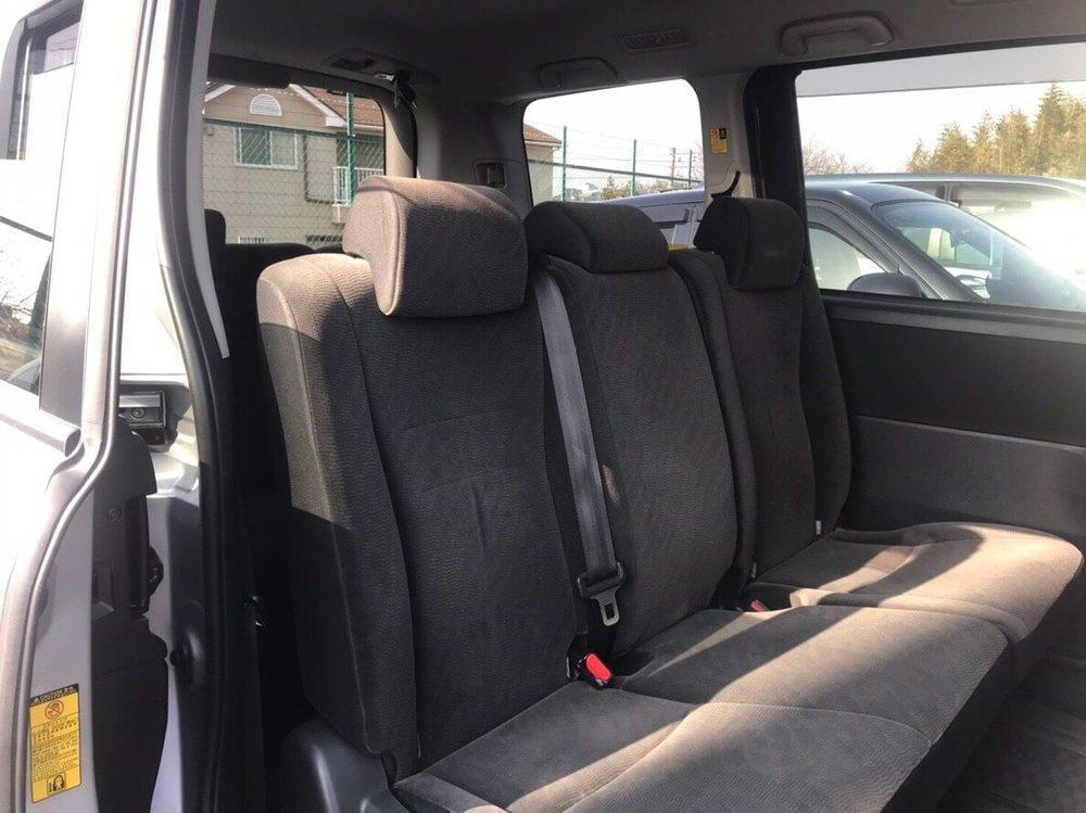 toyota-noah-rearseats.jpg