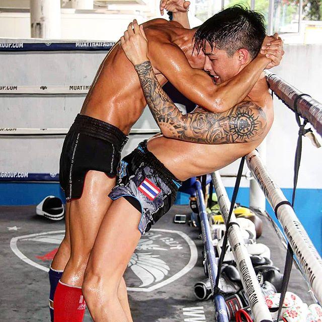 Standing struggle snuggle? 😶🤔😂 #clinch #clinching #muaykhao #muaythai #nakmuay #fagroupmuaythai #infightstyle