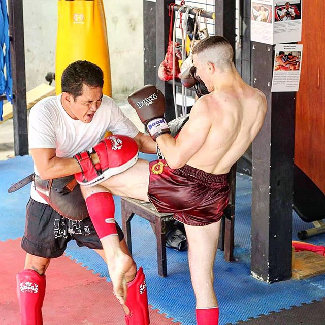 Knee! Knee! 😂  #kneesfordays #fightcamp #fighter #nakmuay #muaykhao #muaythai #fagroupmuaythai #infightstyle