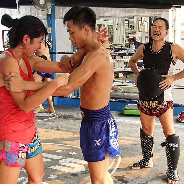 One step at a time... 😐🤔😂 @yothin2522 @deesel2508  #fightcamp #fighter #muaykhao #muaythai #nakmuay #fagroupmuaythai #infightstyle