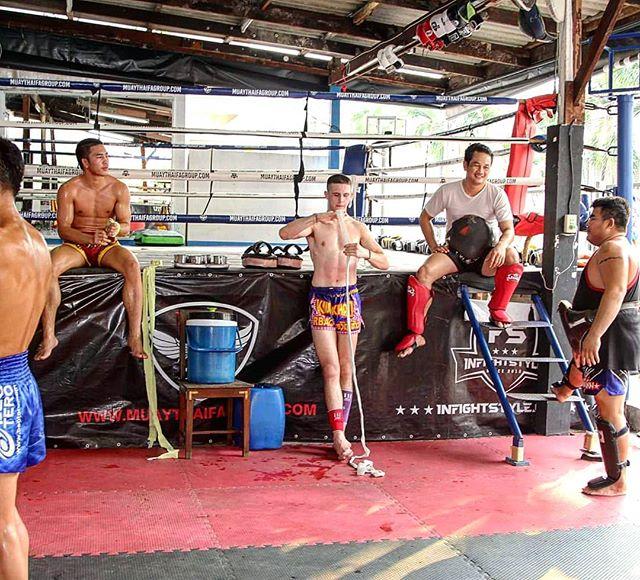 #gymlife between rounds  #muaythailife #fightcamp #fighter #muaykhao #muaythai #nakmuay #fagroupmuaythai #infightstyle