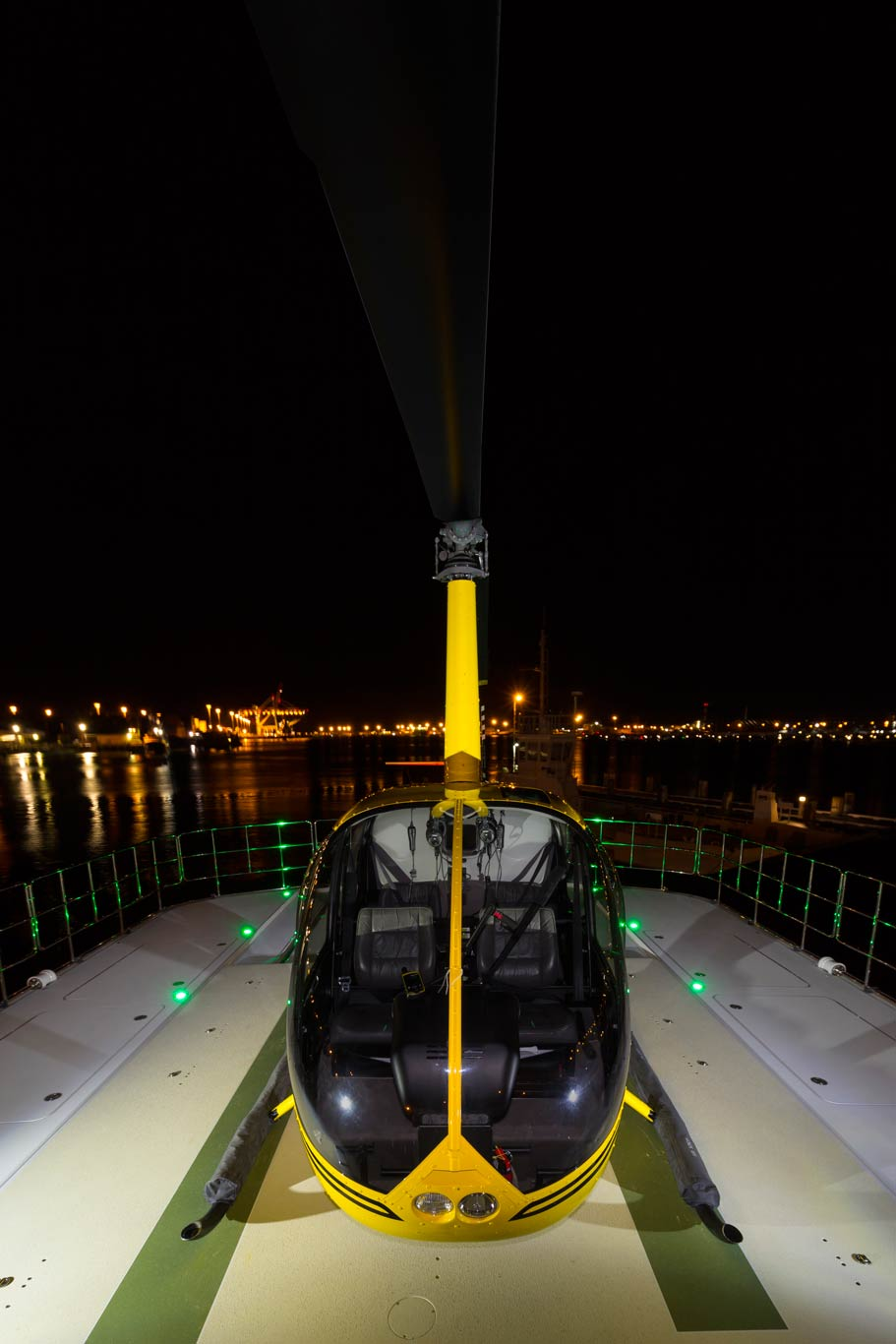 Landing lights ensure safe flying from dawn to dusk, even night flights are possible