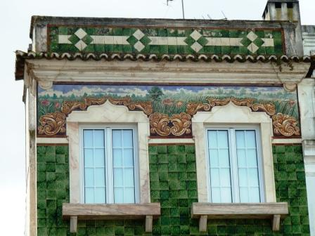 Another proud house on the Estremoz square