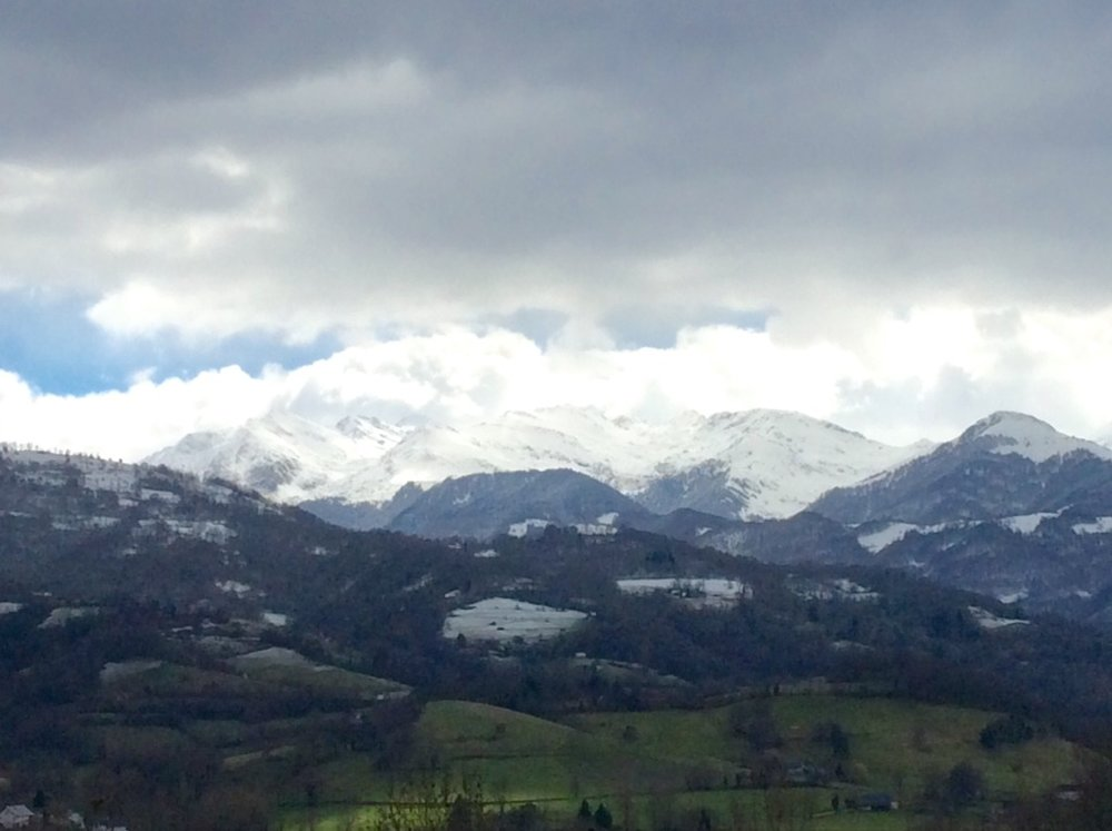 Arrout, Pyrenees view, photo J. Cook