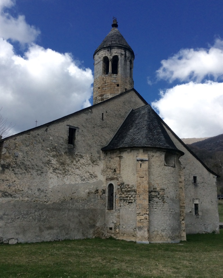 Luzenac-sur-Moulis, ND de l'Assomption rear and tower , photo J. Cook