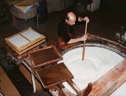 Stirring the paper pulp prior to dipping the mould
