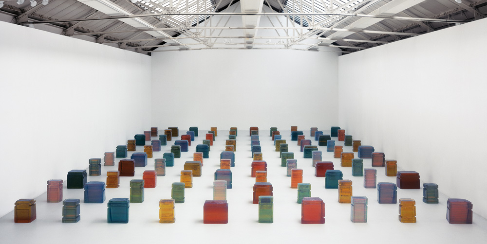 Untitled (One Hundred Spaces) 1995 Resin (100 units) (Image courtesy of the Sataachi Gallery)