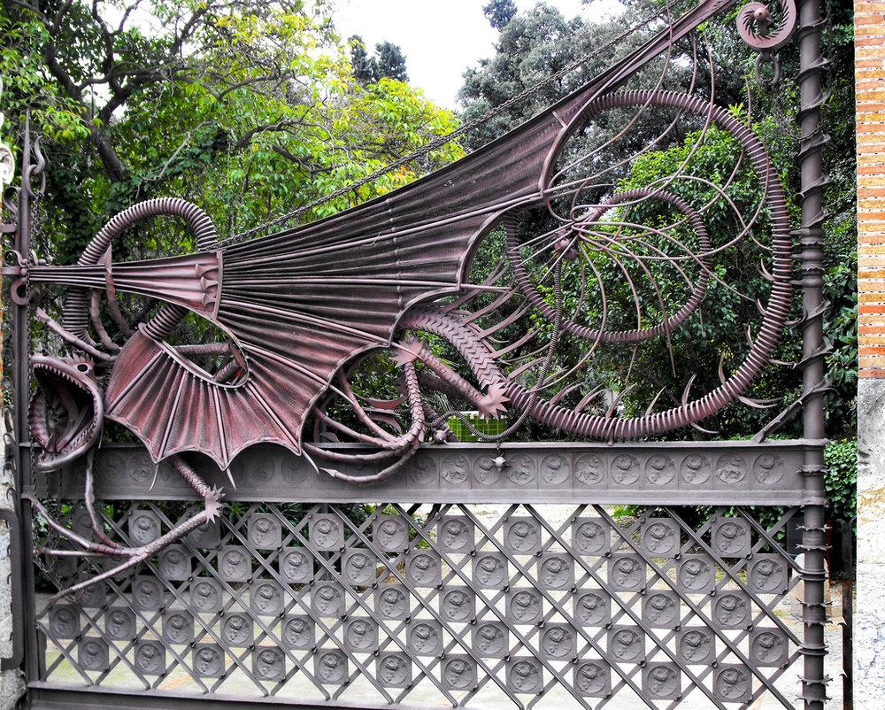 Main Gate, Dragon, Antoni Gaudi, Guell Park, Barcelona
