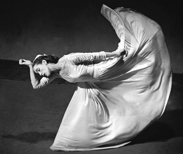 Dancer Martha Graham Martha Graham — Photograph Barbara Morgan