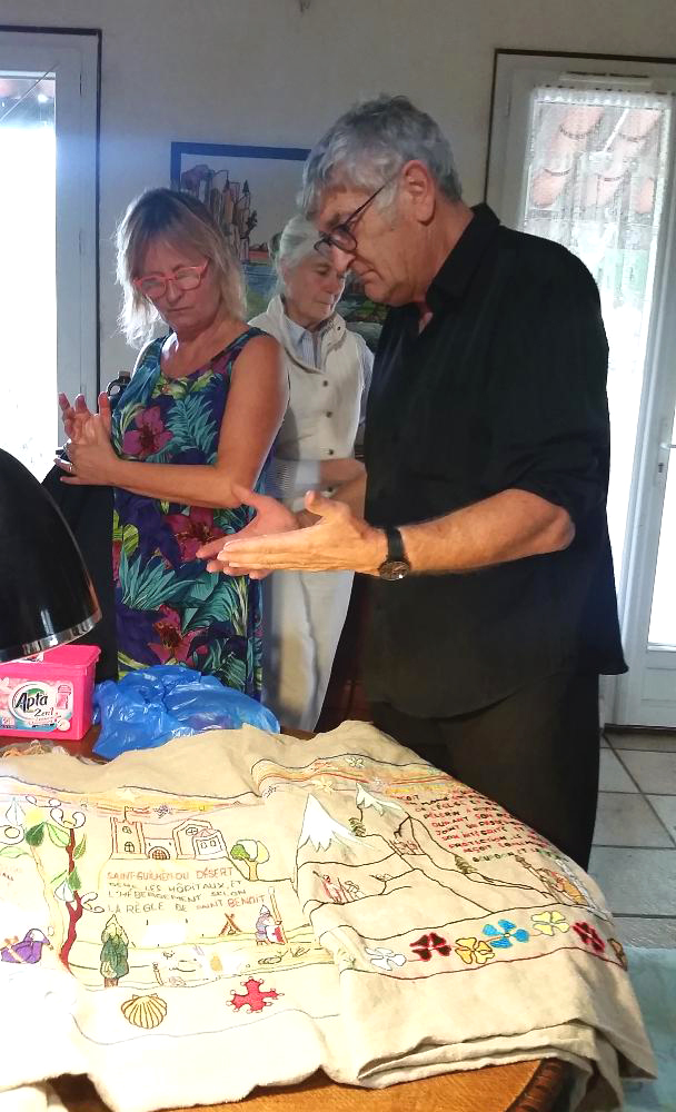Alaiin Dorider explaining about his embroidery to artists Marie Bondeson and Jeannine Cook (photography courtesy of Eloise Caleo)