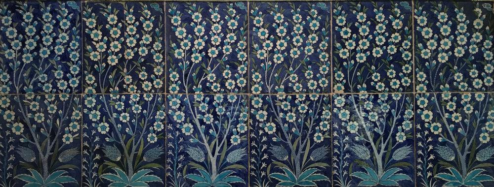 An Iznik tile panel, second quarter of the 16th century, Turkey, Ottoman period. In the Museu Calouste Gulbenkian, Lisboa. (Photograph J. Cook)