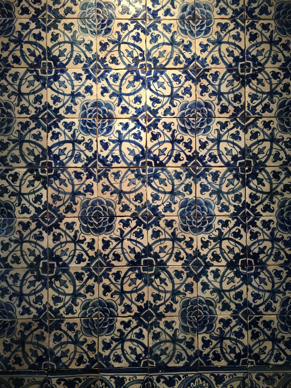 Another panel of 1660-1680 camellia-inspired tiles in blue and white in the Museu Nacional de Azulejo, Lisboa. (photography J. Cook)