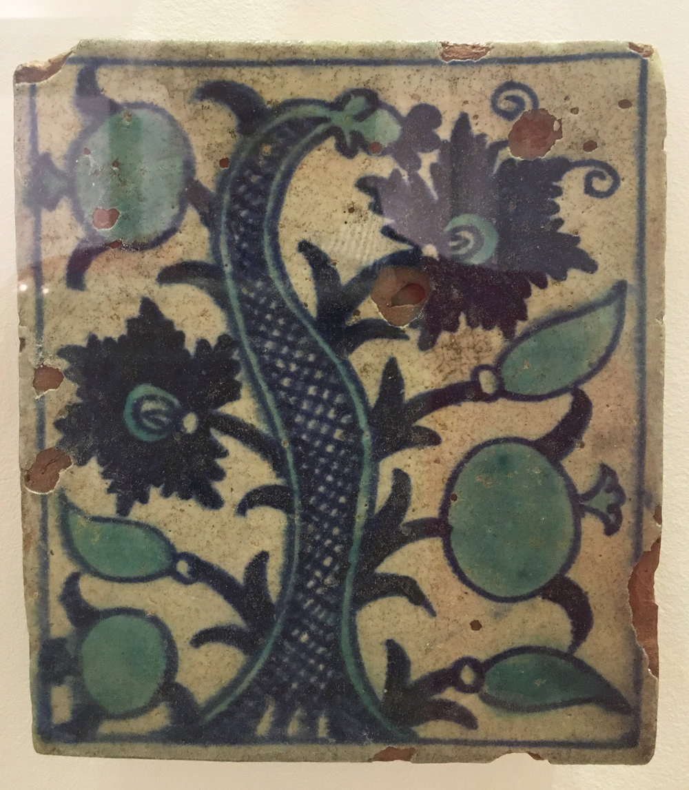 Mogol-inspired tile, underglaze painted, maybe from Bijapur, 1625-1650, from the Monastery of Santa Mónica, Goa. (photography J. Cook)