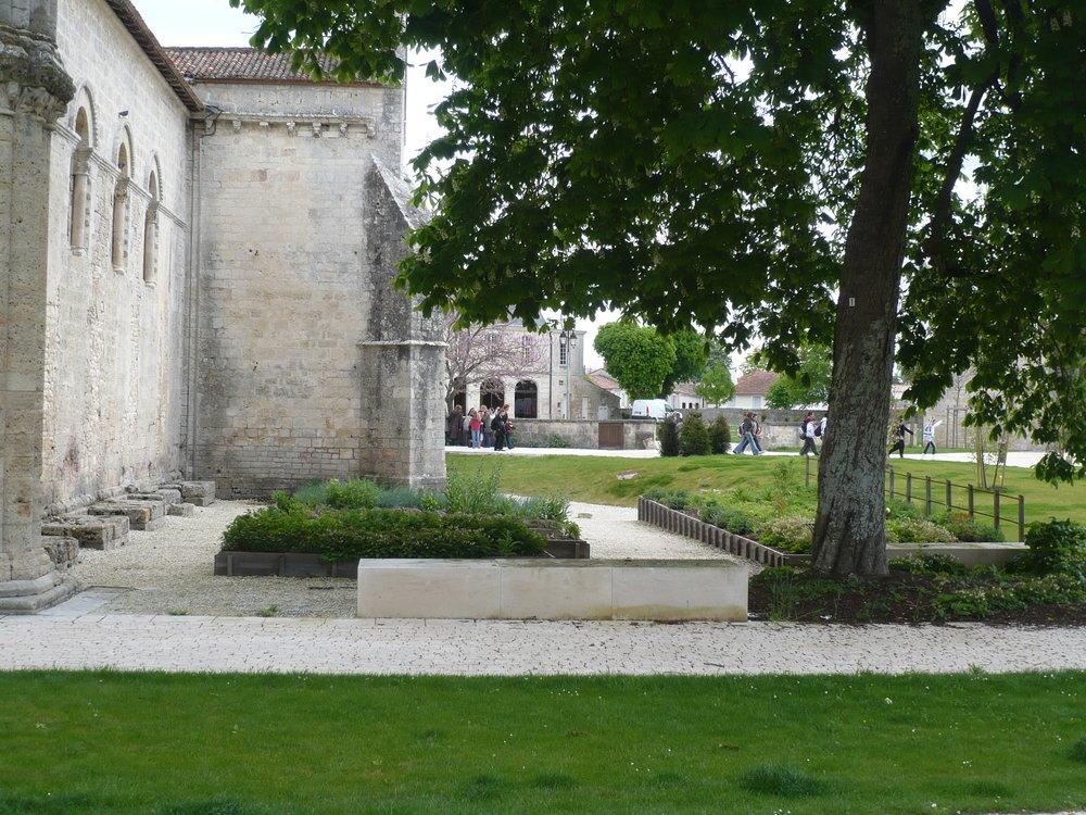 jardin de l'église 2.JPG