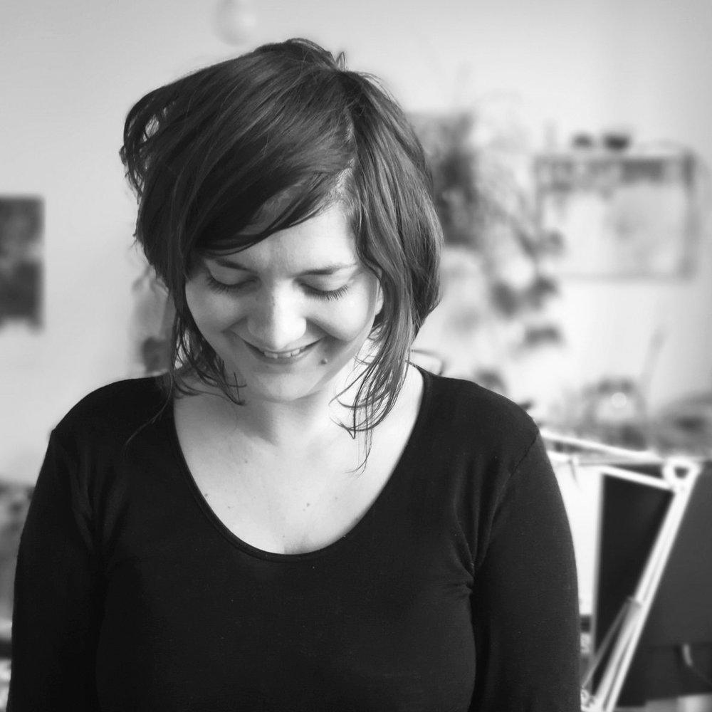 Madeleine Arminjon - ADMINISTRATION ET DEVELOPPEMENTMadeleine Arminjon a rejoint l'équipe en 2016. Elle est aussi la plume d'Arpentère et sait trouver la juste prose pour décrire nos projets. Si vous nous suivez sur les réseaux sociaux, vous la trouverez souvent à l'autre bout de la fibre optique.