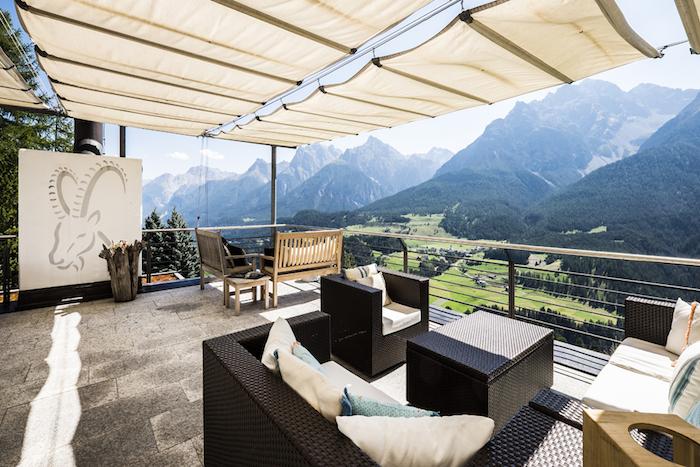 Hotel Paradies_Terrasse_Sommer_2©Arnt Haug.jpg