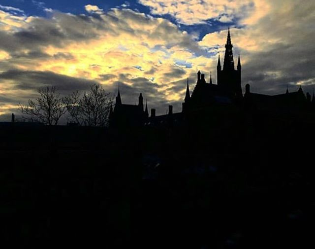 Great shot from UofG researcher @shashank_0306 👍 #silhouette  #UofG #UniversityofGlasgow #GlasgowUni #Glasgow #Scotland #University #College #Campus #UofGlasgow