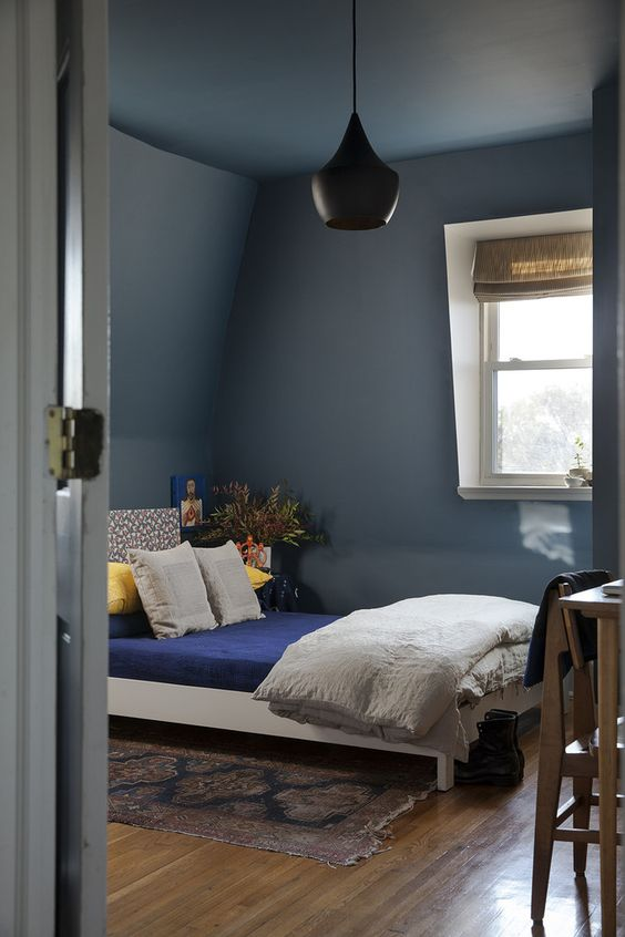 Painted ceilings in a small bedroom - Image via Lonny magazine