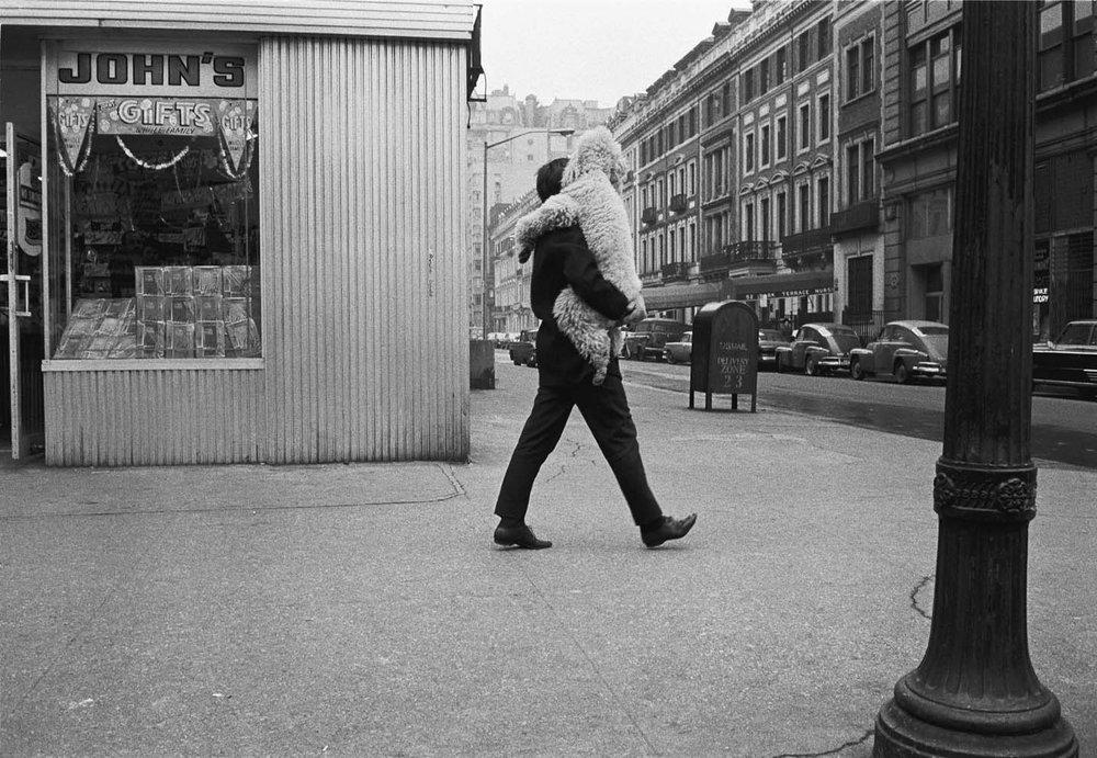 CREDIT: New York City, 1965. © Joel Meyerowitz/Courtesy Howard Greenberg