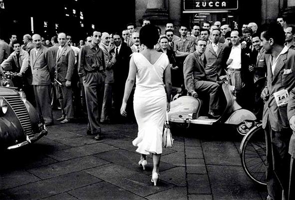 Picture by Mario De Biasi | Gli Italiani si voltano (Italians turn around), 1954 © Archivo Mario De Biasi