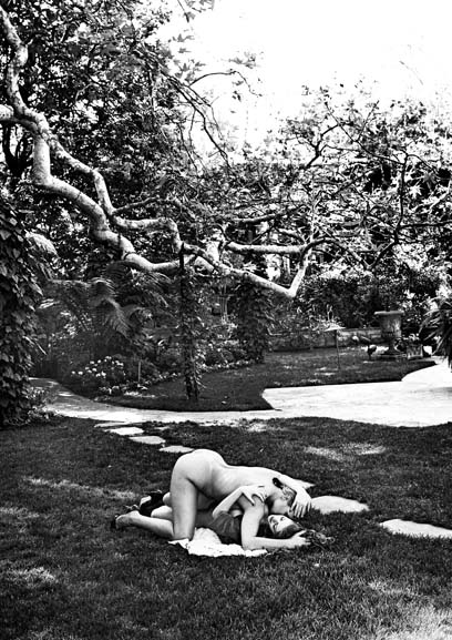 11_Helmut-Newton,-Debra-and-Red-Exterior,-Beverly-Hills-1991_copyright-Helmut-Newton-Estate.jpg