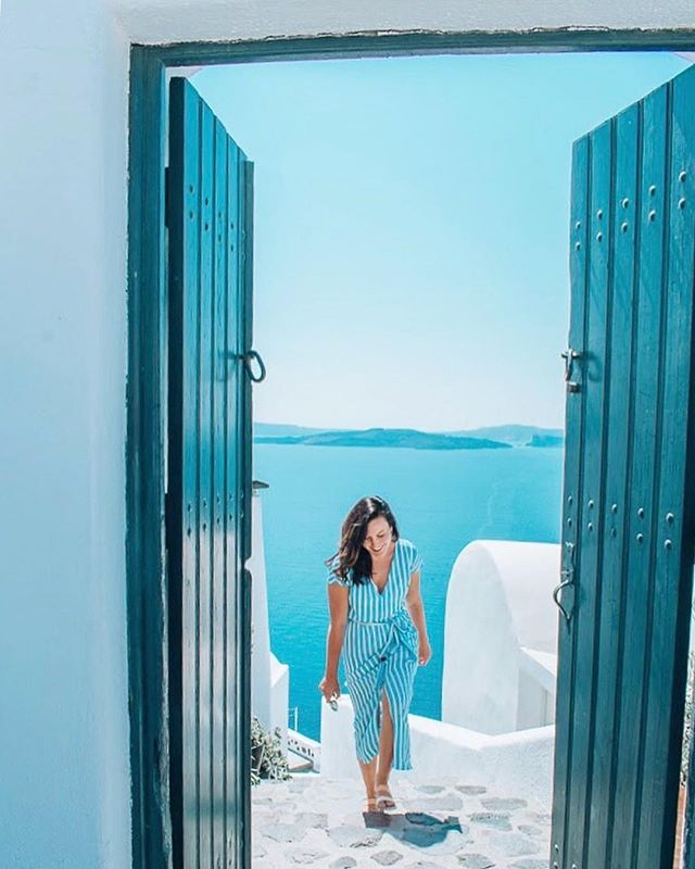 Oia, Santorini. What's your favourite Greek island? 🇬🇷 ⠀⠀⠀⠀⠀⠀⠀⠀⠀ Up to £25/$30 off your next vacation booking through GoHype, plus your vacation planned for you. Now available on the App Store. Link in bio 👉 @gohypetravel ⠀⠀⠀⠀⠀⠀⠀⠀⠀ Photo courtesy of @alliehshmitt #gohypetravel #santorini #oia #greekislands #santorinigreece #cyclades #visitgreece #grecia #discovergreece