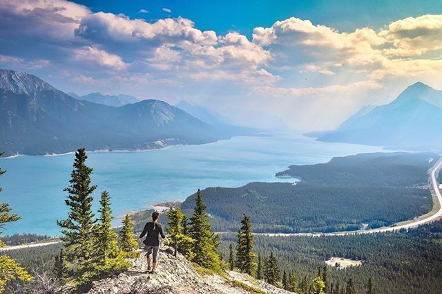 What's the best hike you've ever been on? 🏞 ⠀⠀⠀⠀⠀⠀⠀⠀⠀ Up to £25/$30 off your next vacation booking through GoHype, plus your vacation planned for you. Now available on the App Store. Link in bio 👉 @gohypetravel ⠀⠀⠀⠀⠀⠀⠀⠀⠀ Photo courtesy of @leahtylerszucki #gohypetravel #alberta #explorealberta #travelalberta #explorecanada #wanderlustalberta #travelcanada #enjoycanada #imagesofcanada