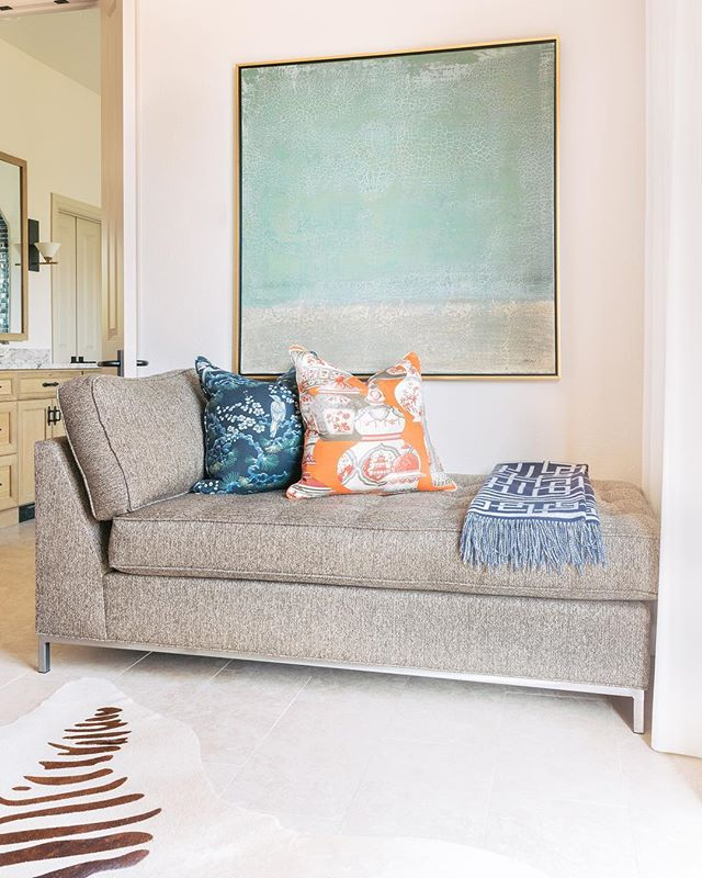 Brb. Having a love affair with these pillows 💕 . • • • •Photography by @jenmburner . •Interior Design by @designingfortworth. • • •#interiordesign #designbuild #fortworth #fortworthdesign #hgtv #homeenvy #homestyle