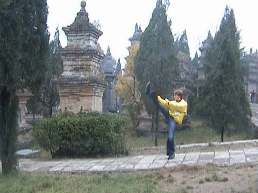 kick in shaolin temple .jpg