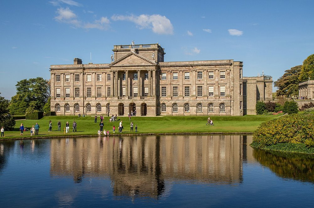 I WENT TO PEMBERLEY!!!!!!!!!!!!!!!!!!!!!!!! (This is Wikipedia's photo. None of mine did it justice. I sat on that grassy bank right there by Darcy's lake and in such contentment I cried.