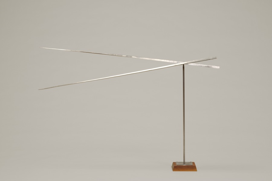 George Rickey   Two Horizontal Lines  (1966) Stainless steel Overall: 36 in. (91.44 cm)  Hood Museum of Art, Dartmouth College: Gift of the artist   Art © Estate of George Rickey / Licensed by VAGA, New York, NY  S.966.40