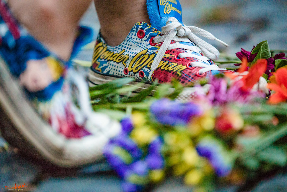 wonder woamn sneakers, flowers