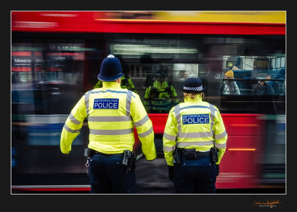 slow shutter, shutterdrag, tour bus, hop on, hop off, police, bo