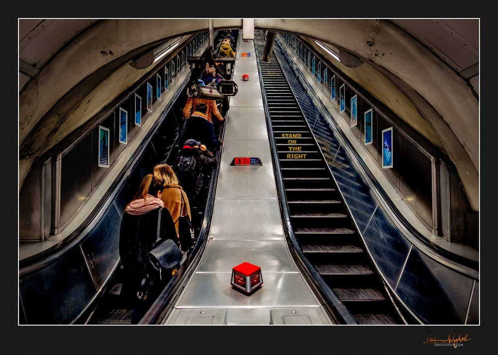 escalator, tube, train, stand to the right, going up, street pho