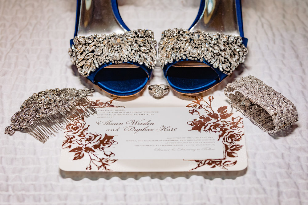 wedding shoes, invitation, jewelry, hair clip, bracelet, details