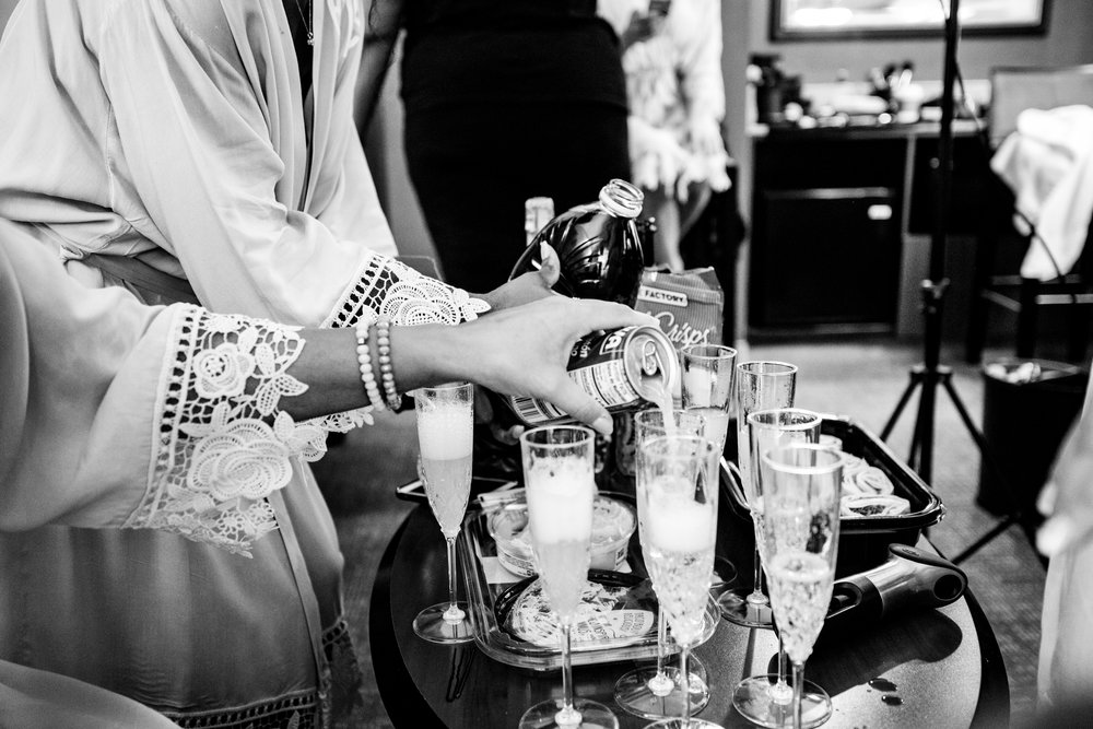 bridesmaids puring mimosas,