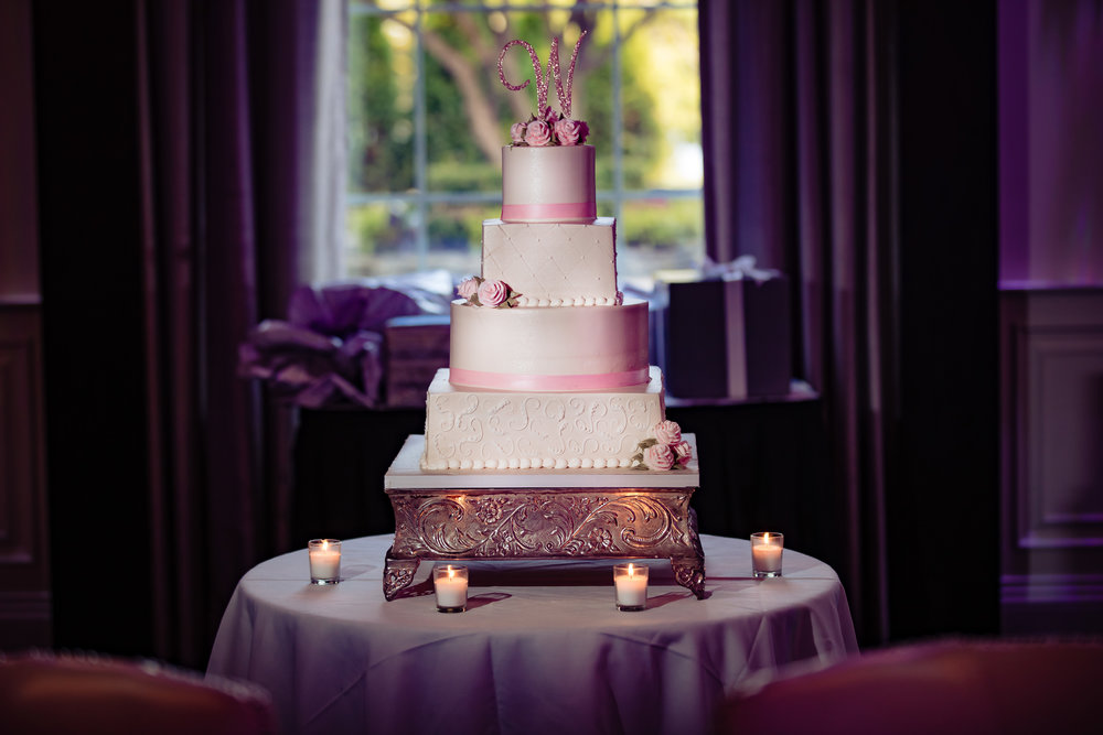 wedding cakeand candles