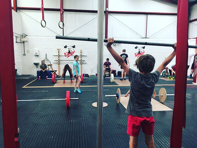 They came, they trained, they ate brownies and.......had fun! First Southwest Development session today at Woody's. Great mix of youngsters, thank you to @wildboarweightlifting & @warwickshirewl for bringing your lifters. Good coaching with @strengthcoachsm #youthtraining #youthdevelopment #oly #youthlifter #eatentoomanybrownies