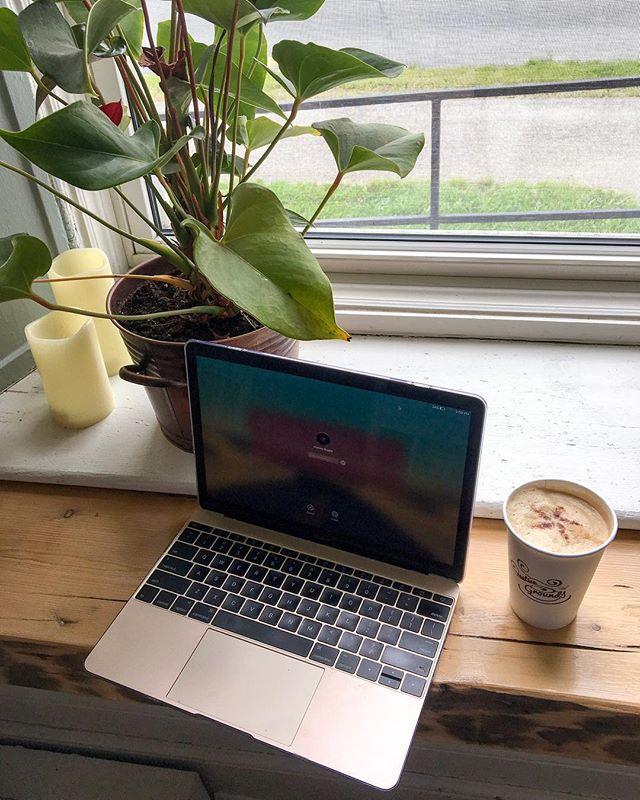 Today's workspace 💻 . . . #agameoftones #creativephotography #worklife #creativehappylife #workspace #coffee #allthecoffee #freelancelife #creativegrounds #solopreneur #girlboss #miramichi #discovermiramichi #explorenb #noisenb #newbrunswick #maritimes #cozy #chailatte #macbook #entrepreneurlifestyle