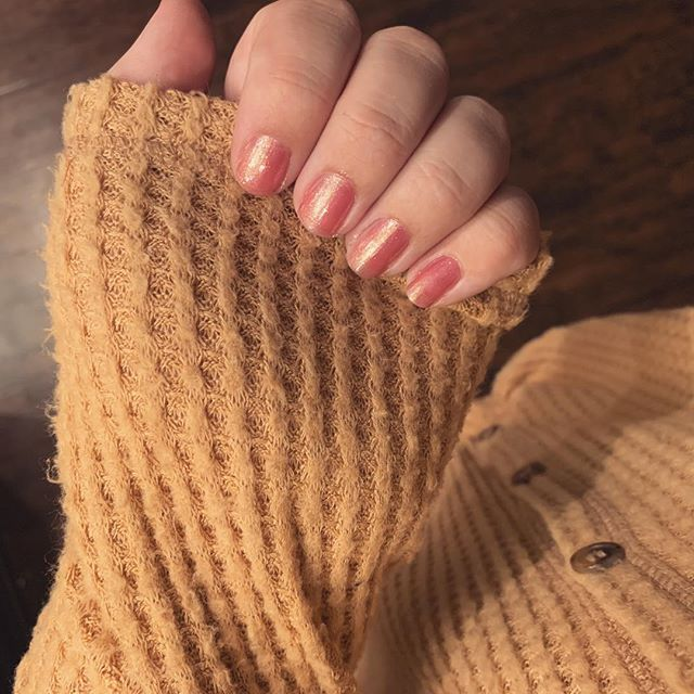 Fall is for pretty nails and cozy sweaters. Thank you @emmavsnp for sending me this beautiful color 😍 #emsoinspired #emmavsnp