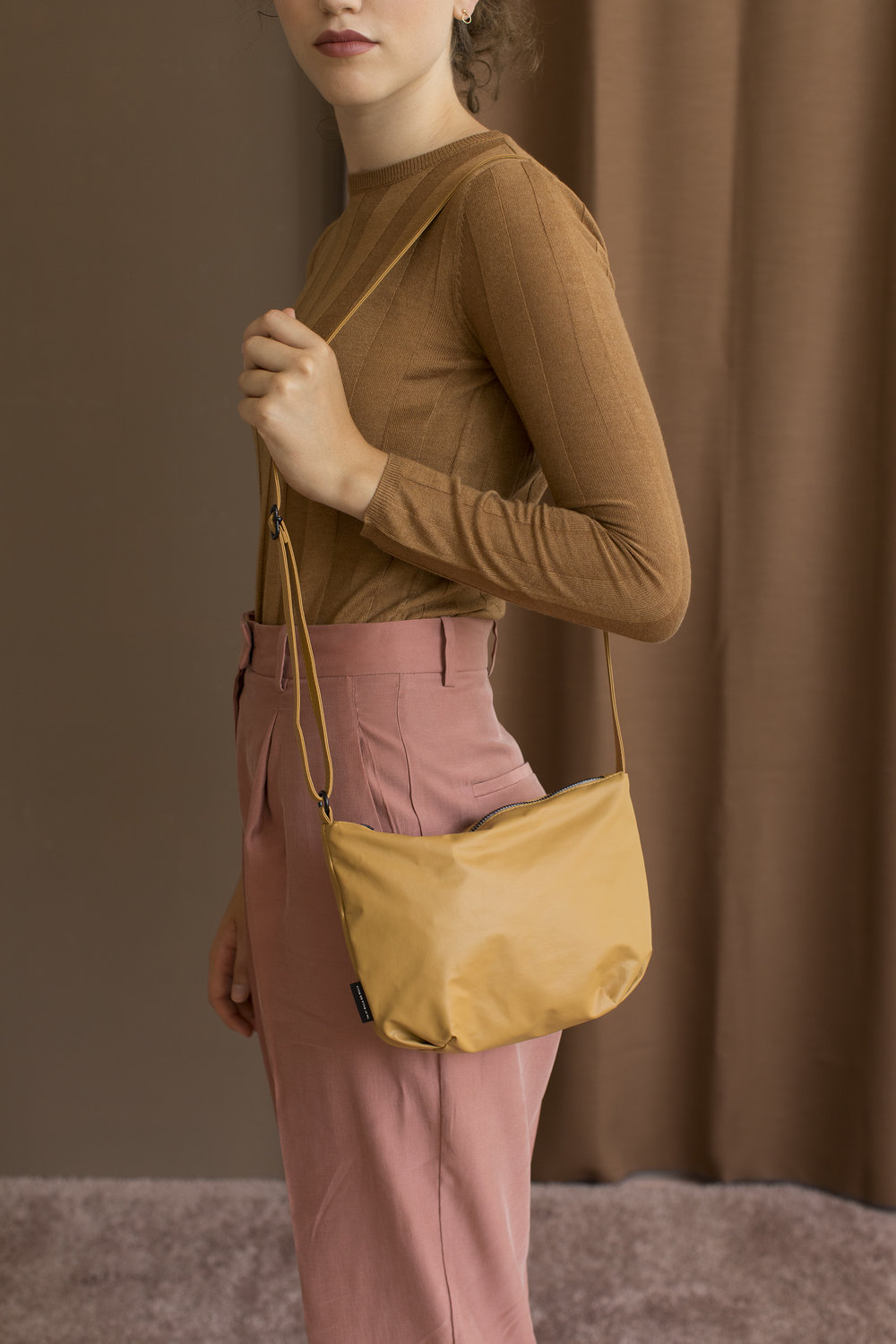Tinne+Mia - cross body feel good baggy - almond.jpg