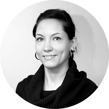 Laura Lipiäinen  Teatteriompelut, juhlapuvut, modistin työt, pukijan työt 045 8775052 laura@hengari.net  www.lauraelina.fi