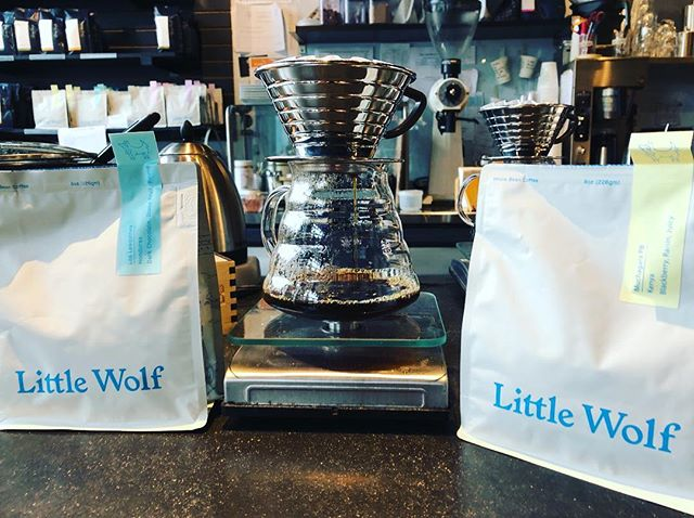 We have some absolutely delicious pourover options from Little Wolf Coffee Roasters on tap at the moment; Muchagara pea berry from Kenya, and Los Lesquines from Honduras. Try 'em out! @lilwolfcoffee #littlewolfcoffee #pourovercoffee #coffee #espresso #cafe #cyclingcafe #cappuccino #latte #kalitawave #ridestudiocafe