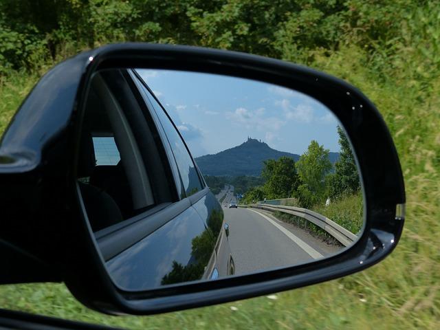 rear-mirror-167581_640.jpg