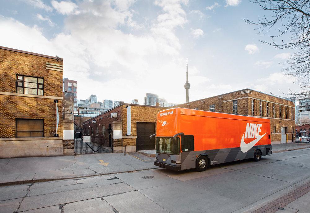 Nike-AirMax-Bus-Toronto-1.jpg
