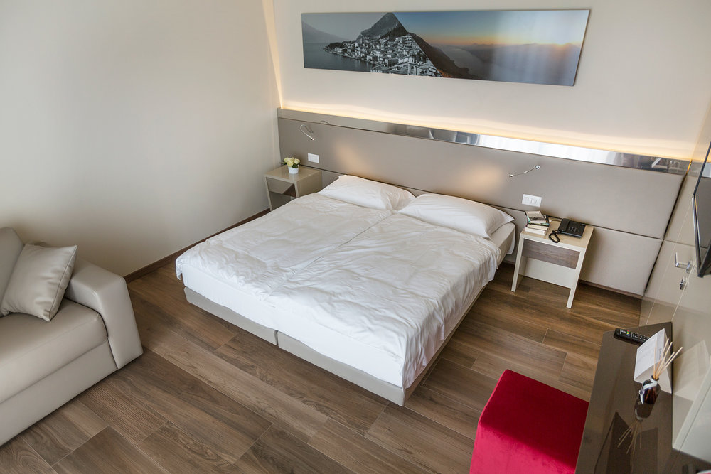 hotel_atilius_camera_vista_lago_con_balcone002.jpg