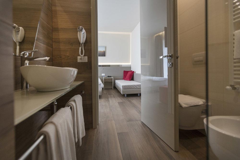 Room 211 - 30-B.jpg