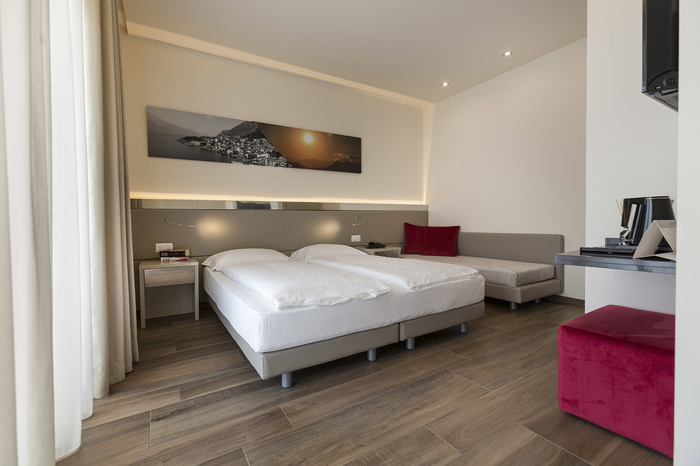hotel_atilius_limone_camera_doppia_vista_lago_con_giardino214.jpg
