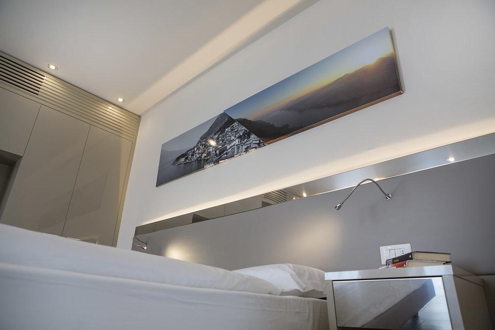 Room 216 - 013.jpg