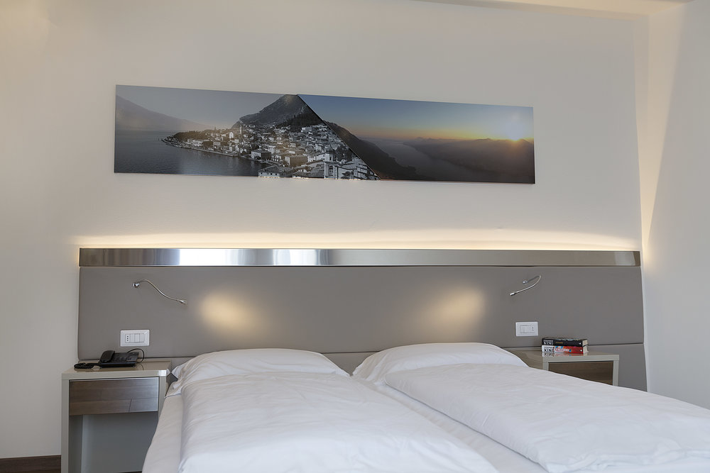 Room 216 - 008.jpg